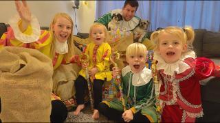 ONZE PAKJESAVOND 2020 | Bellinga Sinterklaas Bonus Vlog