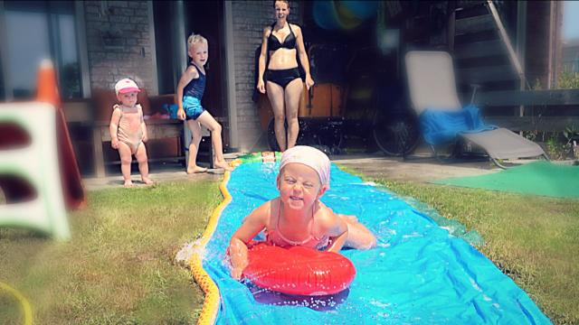 SUPER WATER SLiDE iN DE TUIN!  | Bellinga Familie Vloggers #1412