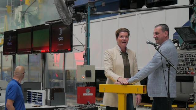 Hydro Extrusion Harderwijk verwelkomt familie en viert haar toekomst
