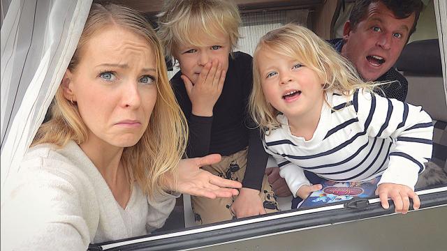 24 UUR OVERLEVEN iN DE CAMPER  | Bellinga Familie Vloggers #1353