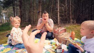 100 EURO VOOR ALS ME DiT LUKT!  ( picknick in bos)  | Bellinga Vlog #2081