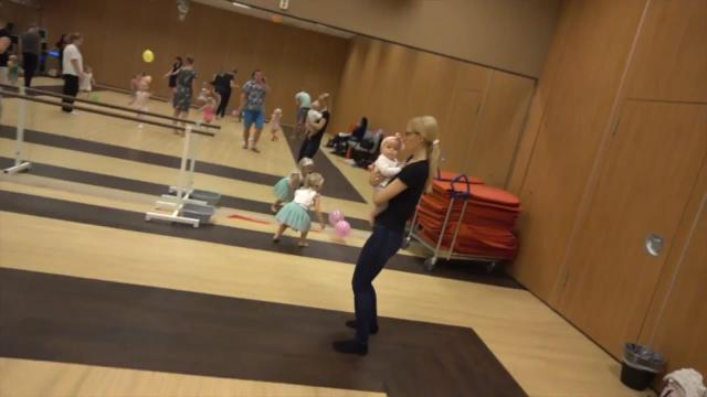 BALLET LES BEGINT WEER!  | Bellinga Familie Vloggers #1119