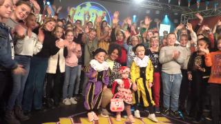 WEER EEN NUMMER 1 HiT?!  ( kids top 20 backstage) | Bellinga Vlog #1566