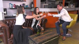 Quality Time op Zondag | 15.7 | WineTime | Gina en Beau drinken wijn