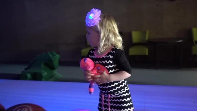 LUXY'S EERSTE KEER BOWLEN  | Bellinga Familie Vlog #992
