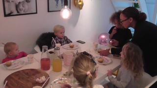KINDERFEESTJE BIJ VRIENDINNETJE | Bellinga Vlog #454