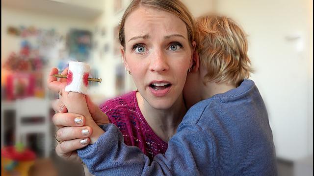 SPiJKER DOOR ViNGER!  | Bellinga Familie Vloggers #1327