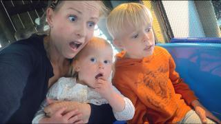 VAN DE SUPER SLiDE BiJ iNDOOR SPEELTUiN!  | Bellinga Vlog #1760