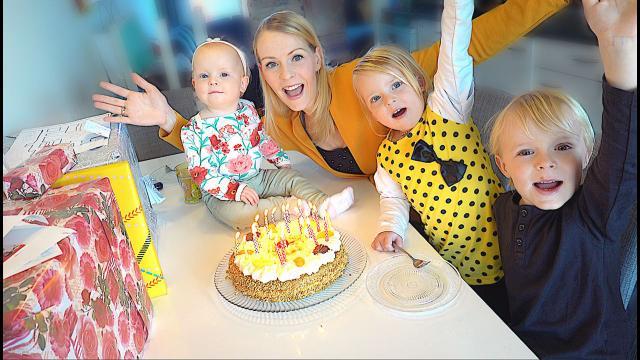 DiT iS HET BESTE CADEAU VOOR EEN MOEDER  ( verjaardag Fara 31 jaar) | Bellinga Familie Vloggers #1339