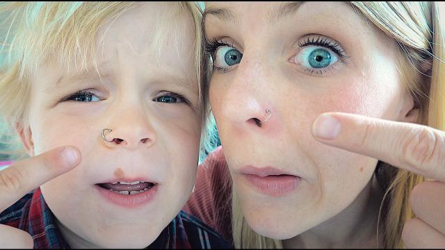 ZELF EEN PiERCiNG ZETTEN  | Bellinga Familie Vloggers #1365