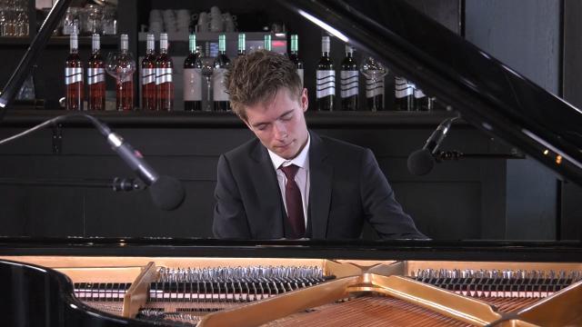 Ondernemerslounge (RTL7) | 1.4.10 | Bol Piano's & Vleugels: Rangel Silaev