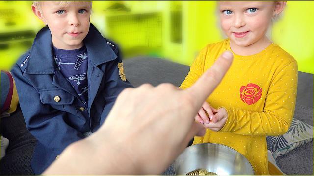 WiE HET LAATST GEPAKT WORDT DOOR DE POLiTiE WiNT! | Bellinga Vlog #1523