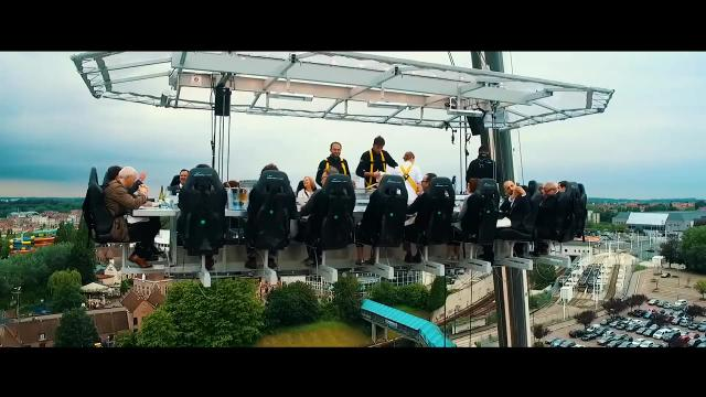 Dinner in the Sky: Lift me up