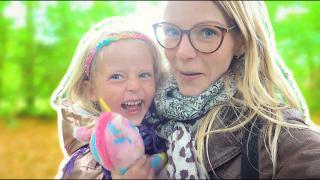 DiT VERWACHTE LUCiLLA NIET TiJDENS DE WANDELiNG!  | Bellinga Vlog #1735
