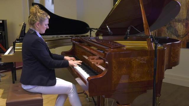 Ondernemerslounge (RTL7) | 3.7.04 | Bol Piano's: Marina Popova