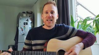 Bart Jansen uit Harderwijk doet een ode aan de thuisonderwijzende ouder