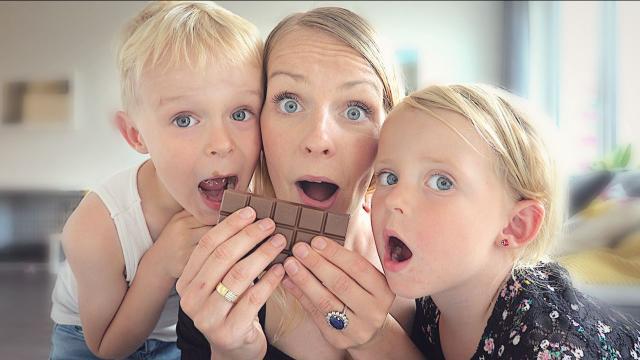 HEEFT FARA EEN SUIKER VERSLAVING ? | Bellinga Familie Vloggers #1398