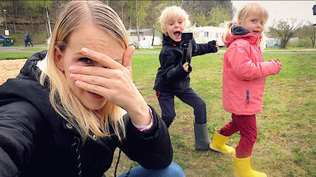 VERSTOPPERTJE SPELEN OP DE CAMPiNG  | Bellinga Familie Vloggers #1352