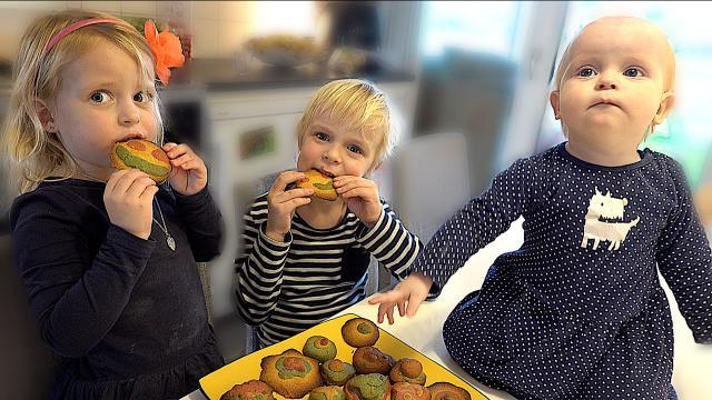 EMOJi KOEKJES BAKKEN  | Bellinga Familie Vloggers #1302