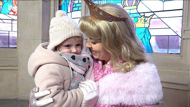 LUCiLLA ZOEKT PRiNSES  ( Disneyland Paris) | Bellinga Familie Vloggers #1255 #DeBellingaS #DisneyLandParis