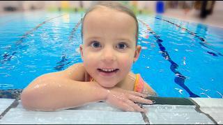 DURFT LUCiLLA iN HET DiEPE ZWEMBAD  ( bij zwemles) | Bellinga Vlog #1576