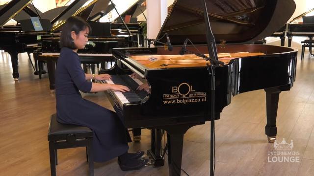 Ondernemerslounge (RTL7) | 2.3.08 | Bol Piano's & Vleugels: Satomi Chihara