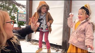 DiT DOET LUCiLLA ALS ZE EiNDELiJK SNEEUW ZiET!  ( voorjaarsvak)| Bellinga Vlog #1646
