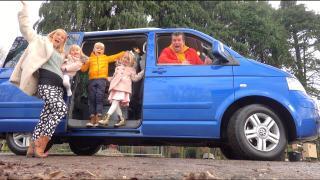 DEZE NiEUWE AUTO HEBBEN WE GEKOCHT!  ( familie busje) | Bellinga Vlog #1993