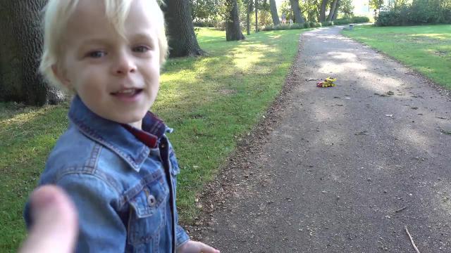 LUAN'S EERSTE AUTORACE    Bellinga Familie Vloggers #1144 #DeBellingaS #BellingaTV #FamilieVloggers.nl #FamilyVloggers.com #Youtube #Google