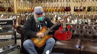 Carlos Guitarlos visits Norman's Rare Guitars and buys an amp!.