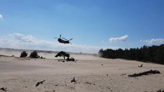Indrukwekkende beelden militaire oefening Beekhuizerzand