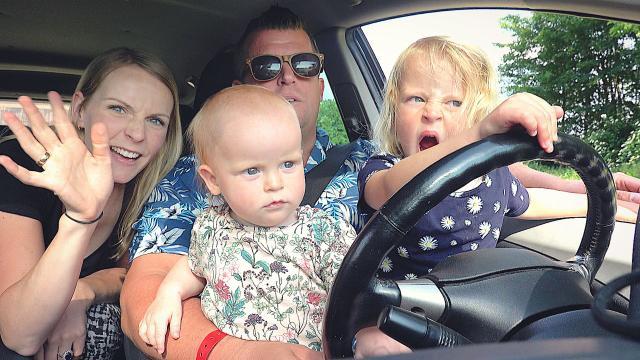 WAAROM GAAN WE HiER NiET SLAPEN?    Bellinga Familie Vloggers #1393