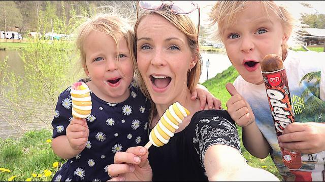 DE OMGEViNG VERKENNEN EN iJSJES ETEN  | Bellinga Familie Vloggers #1350