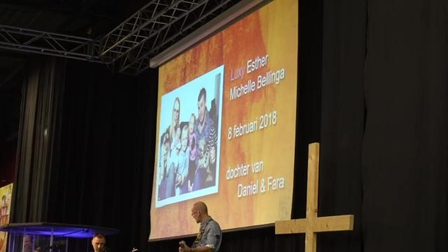 LUXY OPDRAGEN iN ONZE KERK | Bellinga Familie Vlog #968