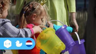 Twee Emmertjes Water Halen op het kinderdagverblijf