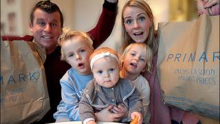 OUTFiT SHOPPiNG CHALLENGE  ( jongen VS meisjes ) | Bellinga Familie Vloggers #1248