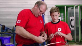 Project FRIS: studenten brengen airco-installatie aan