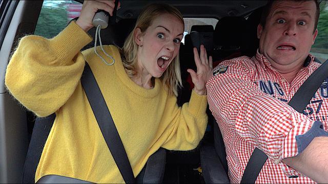 HOE GAAN WiJ OM MET HATERS?  | Bellinga Familie Vloggers #1246