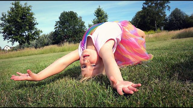 KAN LUCiLLA HET BRUGGETJE?  | Bellinga Familie Vloggers #1421