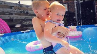 LUAN EN LUXY GAAN HELEMAAL LOS IN HET WATER  | Bellinga Vlog #1828